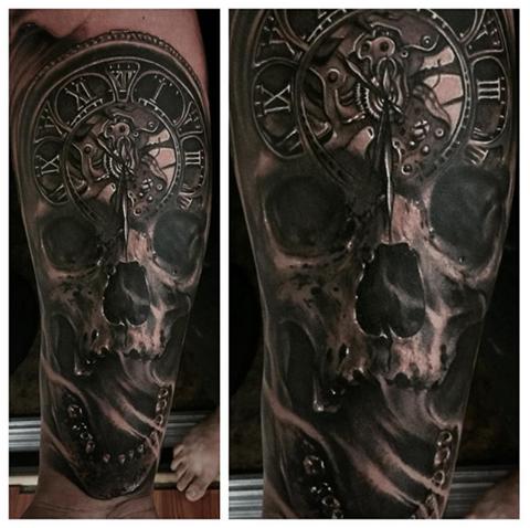 Tatuajes realismo Calavera Reloj