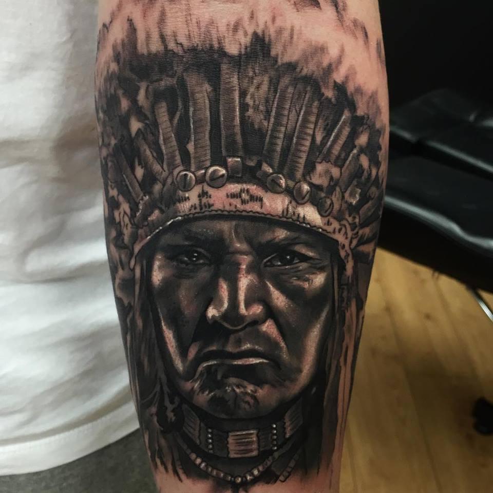 Tatuaje realismo indio por Artby Adem