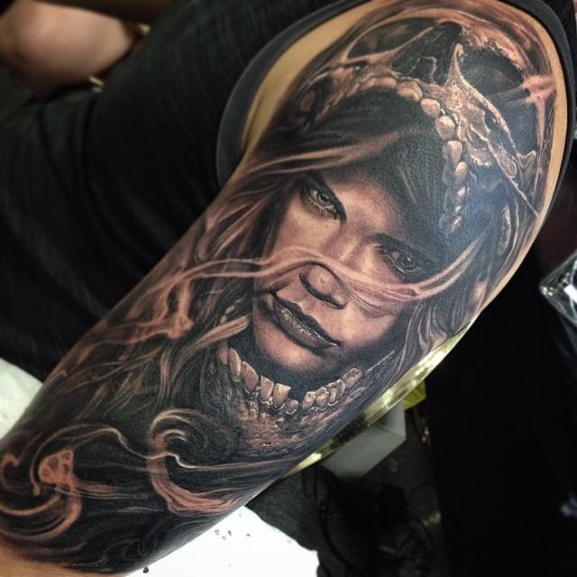 Tatuajes realistas grises Boris Tattoo