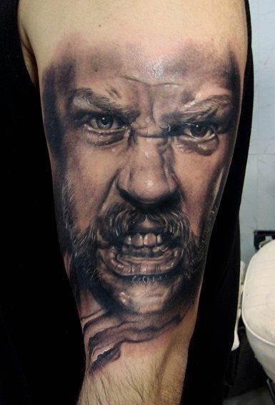 Tatuajes realistas Henry Anglas