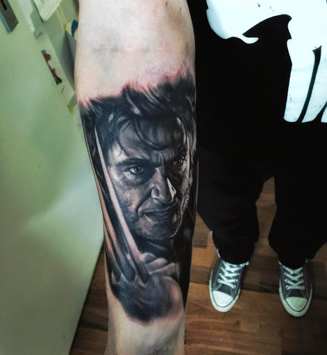 Ralf Nonnweiler tatuaje realista logan