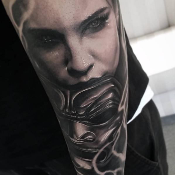 Tatuaje realista beny pearce chica con mascara