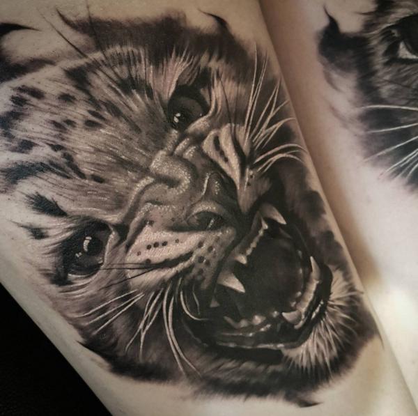 Tatuaje realista tigre beny pearce