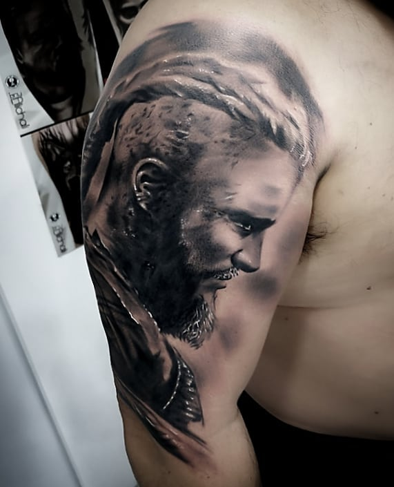 Tatuajes realistas television vikingos