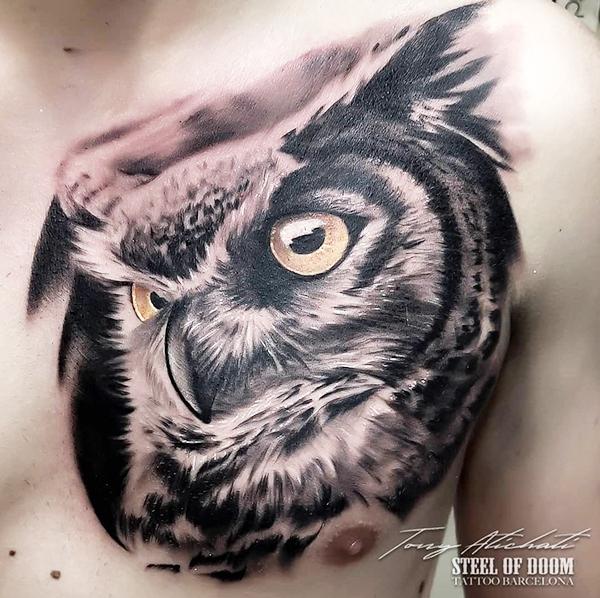 Tatuajes buhos realistas en barcelona por Tony Atichati